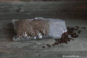 Kaffeebohnen vakuumieren wir für unterwegs in größeren Portionen ein. Das Aroma bleibt dadurch wunderbar erhalten