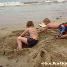 gironde-strand buddeln-kind sein