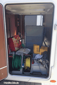 Regalsystem wurde in die Heckgarage eingebaut, damit endlich Ordnung herrscht.