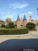 luebeck-holstentor-wohnmobil