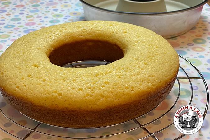 Kuchen mit Silikonform aus dem Omnia Campingbackofen